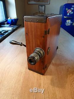 Amigo Berlin historische 35mm-Filmkamera Holzgehäuse mit Kurbel
