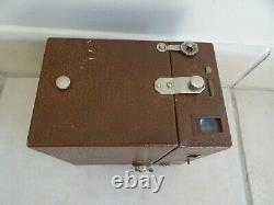 Ancien appareil photo KODAK BEAU BROWNIE ART DECO marron clair vintage camera