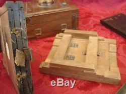 Ancien appareil photographique en bois à soufflet