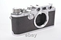 Appareil photo Leica IIIc. #439452. Boitier seul. Avec bouchon de boitier