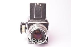 Appareil photo moyen format Hasselblad 500C avec objectif Planar f/2.8 80mm