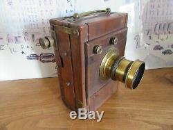 Belle petite chambre photographique en bois
