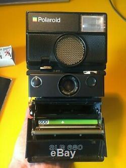 Polaroid SLR 680 Excellent état + Sangle de cou + étui de rangement