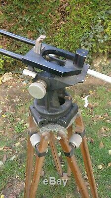 Trepied pour caméra ancienne, lourd, bois années 50's pour Arriflex 1 ou 2