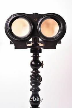 Visionneuse stéréoscopique. Stéréoscope sur pied en bois tourné